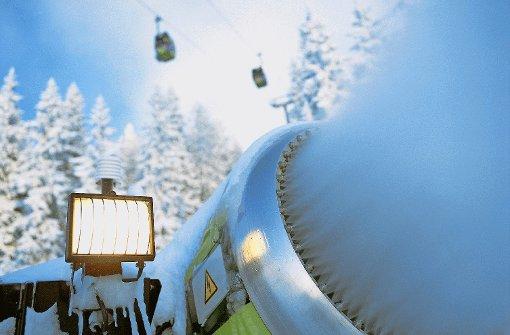 Teurer Luxus für Wintersportler: Die Beschneiung aus der Kanone kostet im Skigebiet Wagrain jährlich drei Millionen Euro Foto: Bergbahnen Wagrain