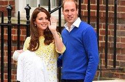 Ein erster Blick auf das neugeborene Royal Baby: Herzogin Kate hat mit ihrer Tochter noch am Tag der Geburt die Klinik verlassen und ist mit Prinz William in ihre Stadtwohnung gefahren. Foto: Getty Images
