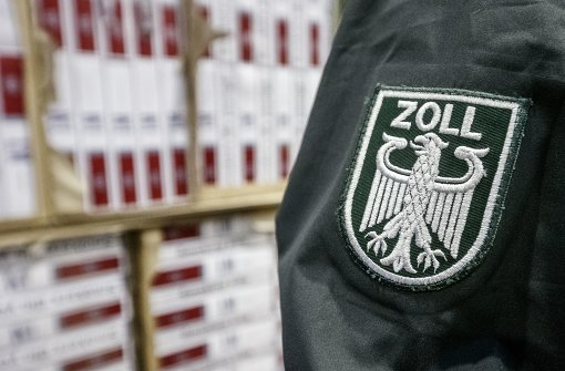 Schmugglerin hat mehr als 30.000 Zigaretten im Koffer