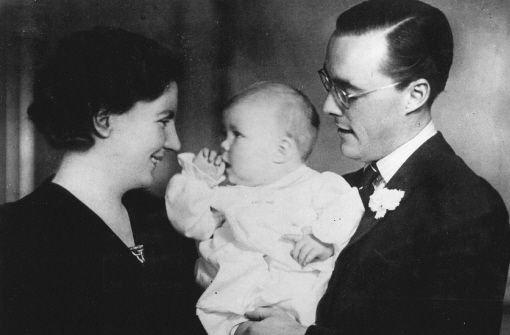 1938 kommt Beatrix in Baarn zur Welt. Ihre Eltern, Kronprinzessin Juliana und Prinz Bernhard, fliehen 1940 aus den von Nazi-Deutschland besetzten Niederlanden nach Kanada.   Foto: dpa