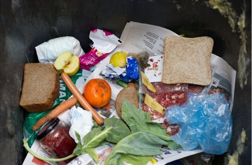Teller statt Tonne: Die Internet-Plattform Foodsharing will die kostenlose Weitergabe von Lebensmitteln erleichtern. Foto: dpa