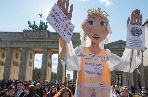 Demonstration gegen Freihandelsabkommen in Berlin. Foto: dpa