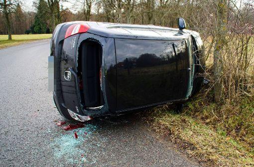 20-jähriger Hyundai-Fahrer überschlägt sich