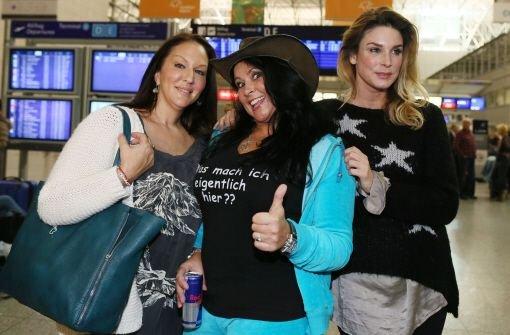 Allegra Curtis, Tochter des US-Schauspielers Tony Curtis, Iris Klein, Mutter von Daniela Katzenberger, und Schauspielerin Claudelle Deckert (von links nach rechts) auf dem Flughafen in Frankfurt am Main vor dem Flug nach Australien ins Dschungelcamp. Foto: dpa