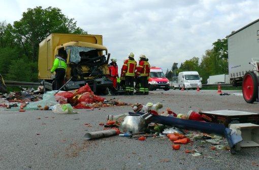 Unfall mit sechs Fahrzeugen fordert mehrere Verletzte