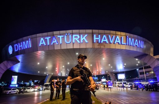 Mutmaßliche IS-Attentäter töten mindestens 36 Menschen