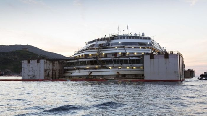 Costa Concordia vor Abtransport
